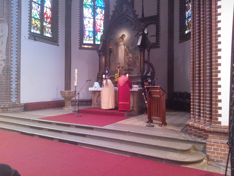 Սբ. Պատարագ Բեռլին-Լիշտենբերգի «Փրկչի» եկեղեցում նորին սրբազնություն Գարեգին արքեպիսկոպոս Բեկչյանի մատուցմամբ